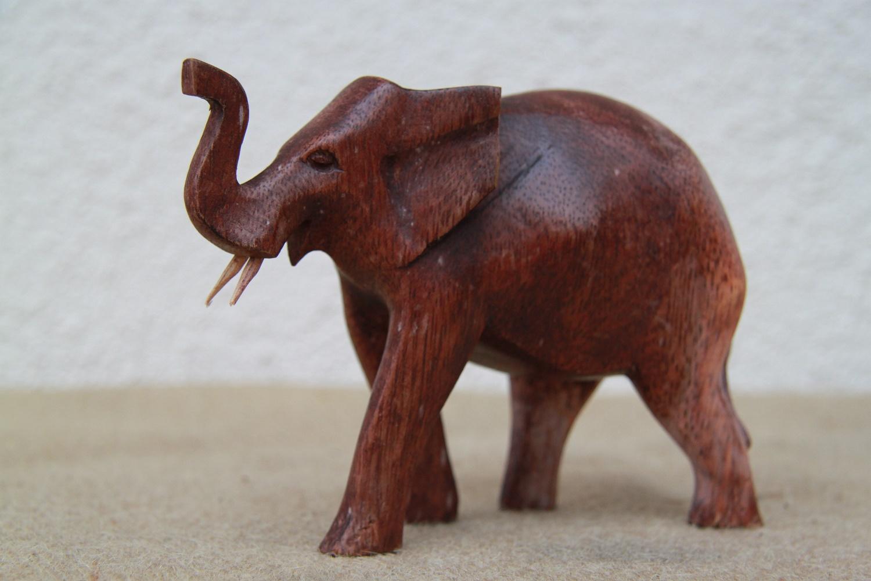 elefant aus holz r ssel nach oben online kaufen. Black Bedroom Furniture Sets. Home Design Ideas